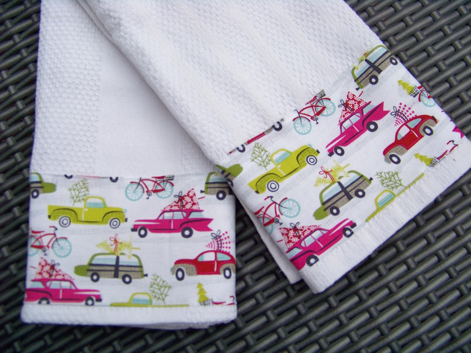 Christmas Kitchen Towel Set Hip Holiday Tree Shopping Mod Cars