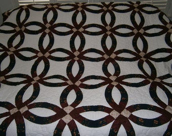 The Traditional Double, Handstitched, Handmade, Queen Size, Wedding Ring Quilt - Amish Pattern