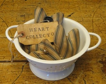 HEART COLLECTOR - Set of 4 PRIMITIVE Handmade Old Ticking Hearts In Mini Metal Colander