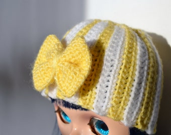 Crochet hat for Blythe in yellow and white.