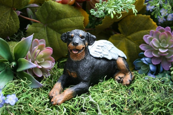 rottweiler statue angel dog memorial concrete by phenomegnome. Black Bedroom Furniture Sets. Home Design Ideas