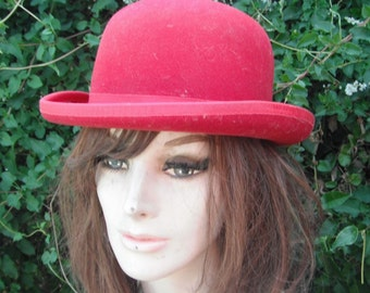 Vintage DERBY Hat / Red Derby Hat / Red Wool BOWLER Hat / Magicians Hat / Small