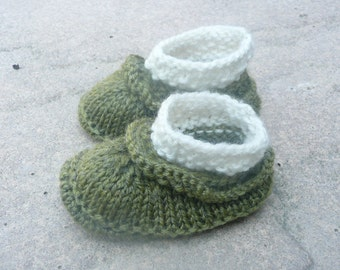 Baby Boots Knitting Pattern - Baby Booties - Simple Seamless Baby Ruffle Boots