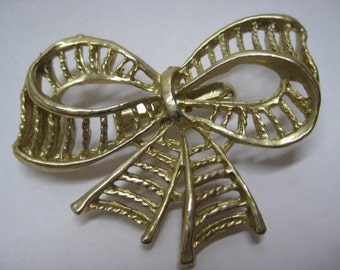 Bow Gold Brooch Vintage Pin