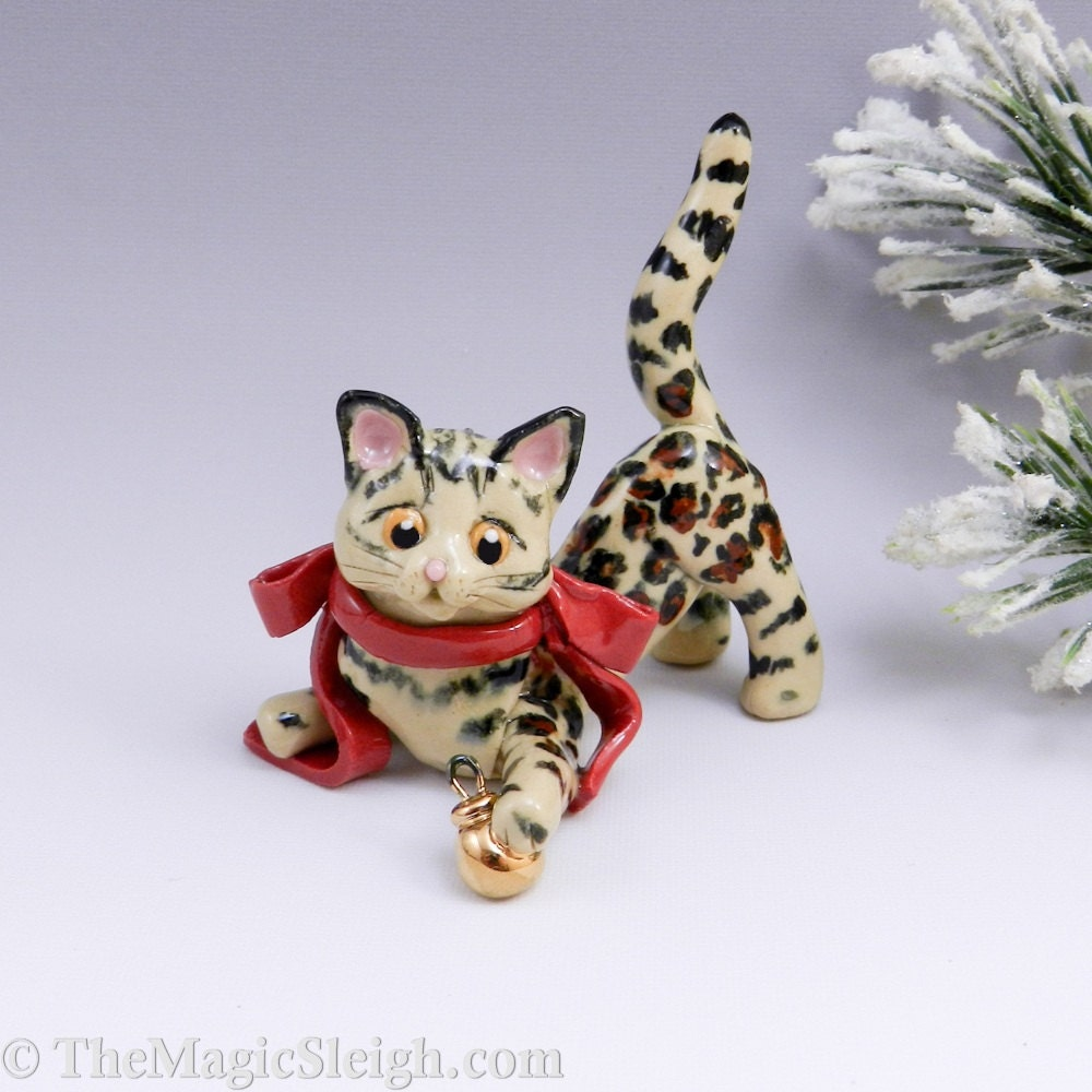 Bengal cat ornament christmas ball porcelain for Cat christmas ornaments craft