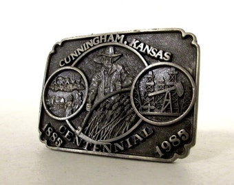 Cunningham, KS Centennial limited edition collectible belt buckle -- farmer, farming, oil well, wheat  -- EE