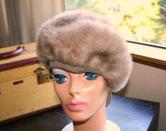 Tan Faux Fur Beret Hat Vintage Womens Classic 1970's Union Made in USA Taupe Cream Tone