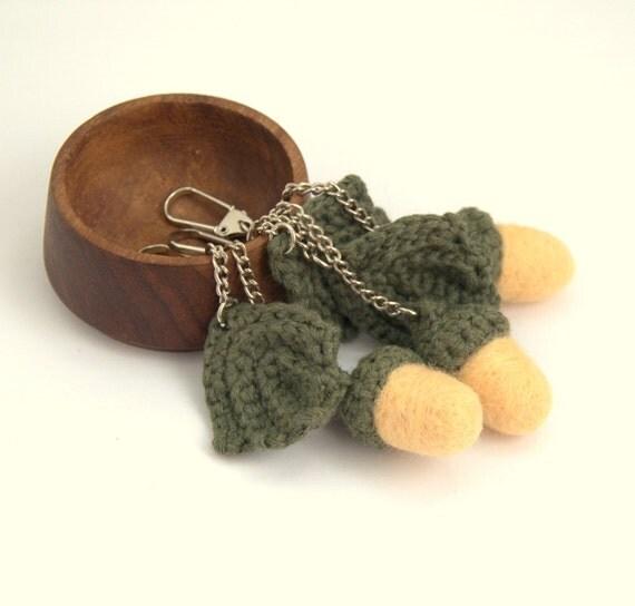 Felted acorn keychain felt wool crochet leaf key fob spring autumn fall woodland Birthday party favor decoration gift for her Weddings favor