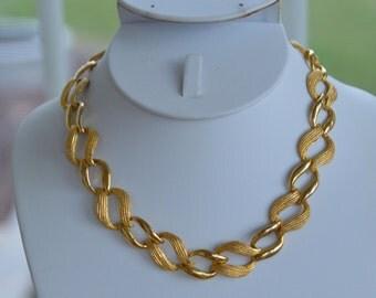"Pretty Vintage Brushed, Polished Gold tone Line Necklace, 16"""
