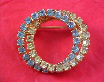 Reduced ~  Charming DOUBLE CIRCLE Pale Blue & Pale Amber Gold Plate Brooch