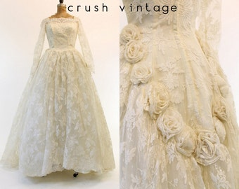 50s Wedding Dress Lace Small / 1950s Wedding Gown Rosette /  Floral Dream Dress