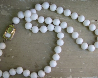 A Vintage White Glass Bead Necklace