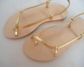 GOLD LEATHER SANDALS.