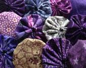 25 fabric yoyo suffolk yo flower Pieces in Purple Fabric, for scrapbook Embellishment APPLIQUE Quilt GARLAND decoration