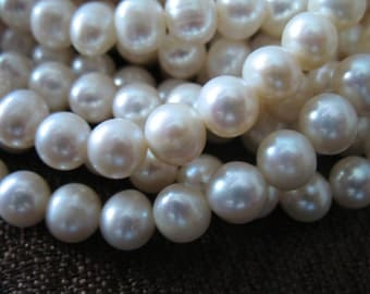 Shop Sale..WHITE Pearls, Round Pearls, Freshwater Pearls, Cultured Pearls, Full Strand, 7-8 mm, June birthstone brides bridal rw .pearl 788