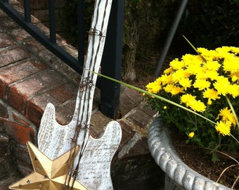 """Repurposed Pallet Guitar """"Shooting Star"""" with rust and barbwire /Shabby Chic /  House Decor , Cottage"""