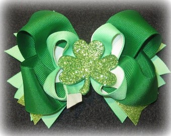 Shamrock Hairbow, Glitter hair bows, Glitter Shamrock Bow, Emerald Green Bow, St Patricks day Hairbow, St paddys day bow, Glitter Clover