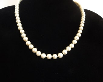 """Vintage 24"""" necklace with hand knotted creme pearls in great condition,appears unworn"""