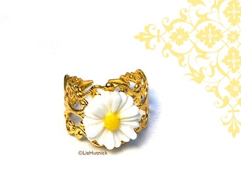 Daisy Ring, Adjustable. Hippie Chic Flower Ring, Summer of Love, Adjustable, Gold Tone Brass Filigree