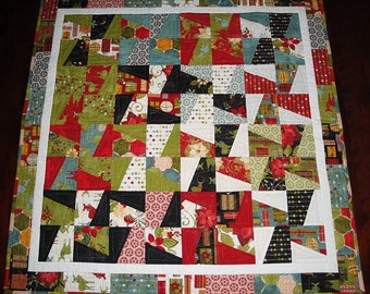 Small Christmas Quilt Measures 33 x 33