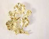 Viintage Gold toned Floral Brooch Pin