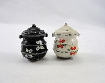 Vintage cast iron kettle salt and pepper shaker set, vintage salt and pepper