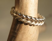 Twisted Band in Sterling Silver - Slim and Dainty band