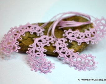 Tatted  Embellishment Paisley in light mauve  - 4pcs hand tatted decoration for scrapbook,  embellishment or decoration