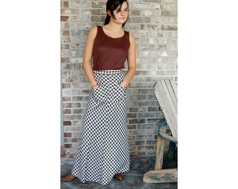 1970s maxi skirt, brown white checks, checkered skirt, plaid maxi, bias cut, pockets, wool skirt, Size S/M