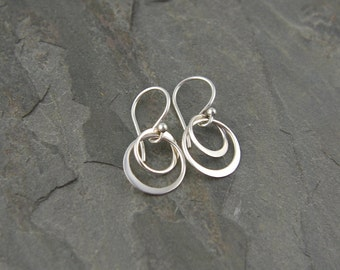 Entwined circle earrings in sterling silver, hoop earrings, two circles, interlocking, circle links, casual simple