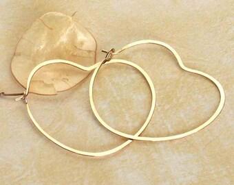 Small Gold Heart Hoop Earrings, Delicate Gold Hoops, Tiny Heart Hoops, Boho Jewelry, Boho Earring, Minimalist Earrings, Jewelry Gift for Her