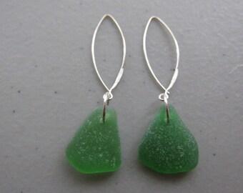 GREEN Seaglass Dangle Earrings, Beach Glass Dangle Earrings, Sea Glass Jewelry, Drop Earrings, Beach Jewelry, Wedding Gift