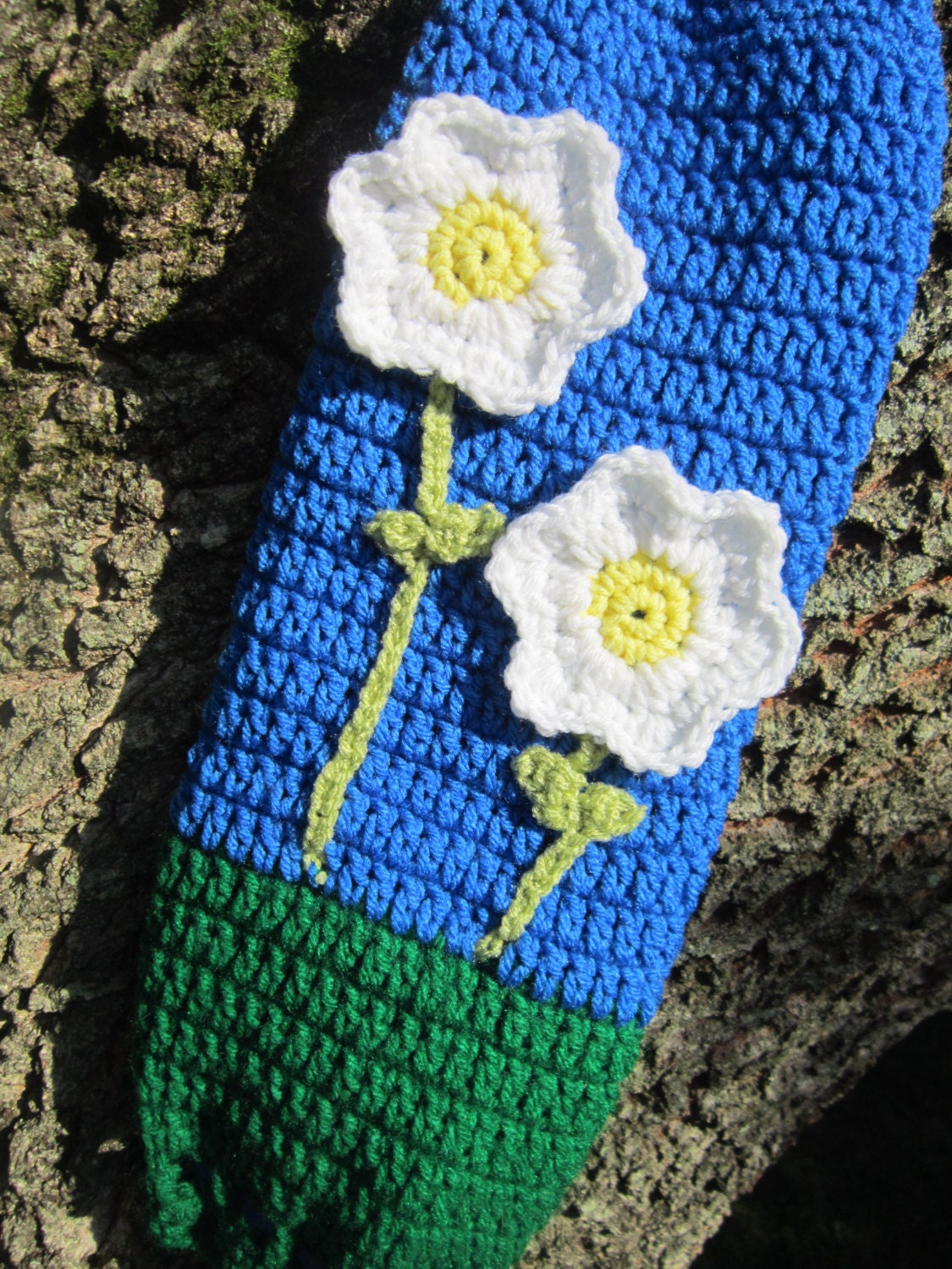 crochet plastic bag holder blue and green with flowers. Black Bedroom Furniture Sets. Home Design Ideas
