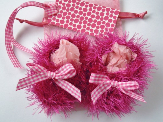 Baby girl gift set - Fluffy bubblegum pink hand knit booties, white pink gingham bows, gift tag and bag - 0-3 months only