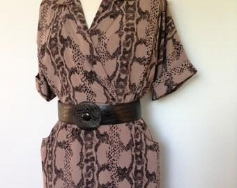 High Fashion 80s Vintage Dress / Wiggle Style Vintage / Mauve Grey Color / Black Snake Skin Detailing / Matching Belt