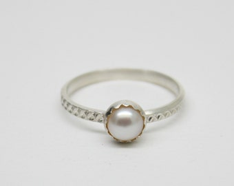 Pearl Ring - White Pearl Ring - Sterling Silver - June Birthstone Ring - Wedding Ring - Bridal Ring - Solitaire Ring - Stackable Ring