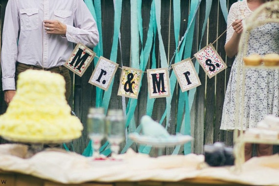 Wedding signs - banner - table sign - photo prop - bride and groom - Mr and Mrs - burlap - floral