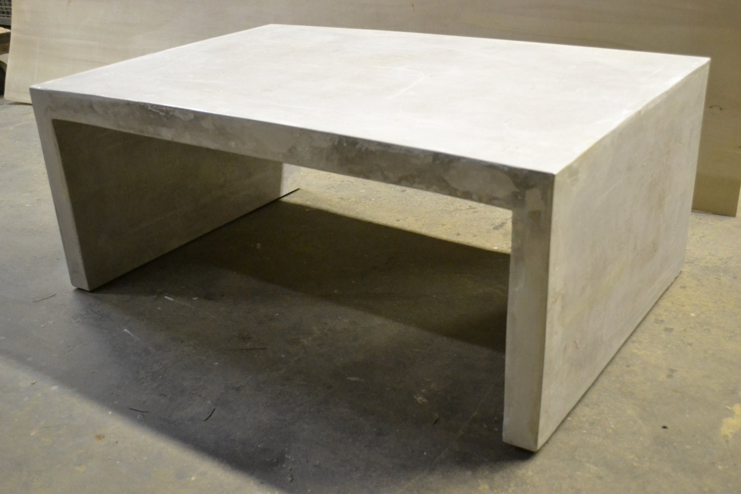 Concrete slab coffee table concrete furniture by decoratelier for Concrete coffee table