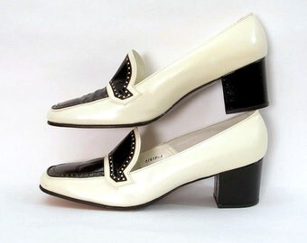 Vintage 1960s Shoes Cream Black Loafer Style Chunk Heel Pumps Shoes / U. S. 7.5 8 N