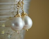 Pearl Drop Earring - Classic bridal earrings - Rich vermeil gold - June birthstone -White - Romantic