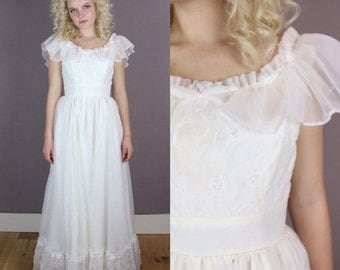 vtg 80s wedding dress sleeveless ruffle neckline embroidered chiffon bodice full skirt bow romantic sweet small xsmall
