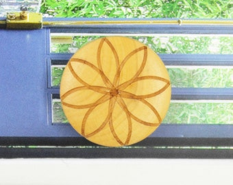 Wooden Buttons - Japanese Style Natural Wooden Shank buttons with Khaki Eight Petal Flower pattern. 1 inch. 10 pcs