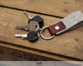 Keychain key fob made from pure vegetable tanned leather and 100% Merino wool felt