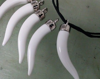 7 pieces 70 mm  x 11 mm  Large Vintage  White Plastic Tusk  Horn Shaped  Pendants, Charms, Beads Jewelry Making