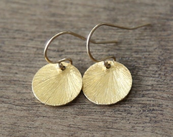 Amour Circle Earrings - Simple vermeil  disc round earrings everyday jewelry