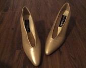 Cute Gold Vintage Pointed Toe Size 8 Shoe Kitten Heel