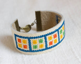 Leather embroidered bracelet - Geometric collection - br009
