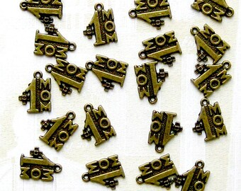 10 Mom Charms Antique Bronze Tone Number 1 Mom - BC210