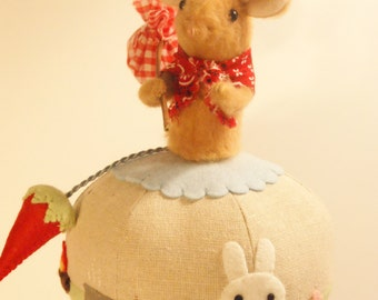 Mouse Pincushion, Hobo, Novelty Pincushion, Ball Pincushion, Felt Mouse, Applique Pincushion, Strawberry Pincushion,