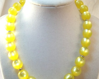 Luscious lemon yellow lucite moonglow acrylic bead necklace